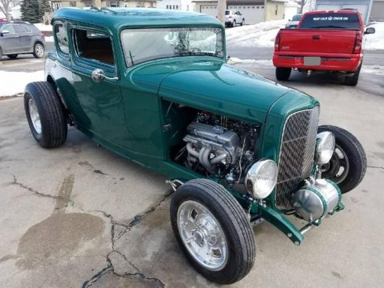Cars - 1932 Ford 5 Window Hiboy Coupe
